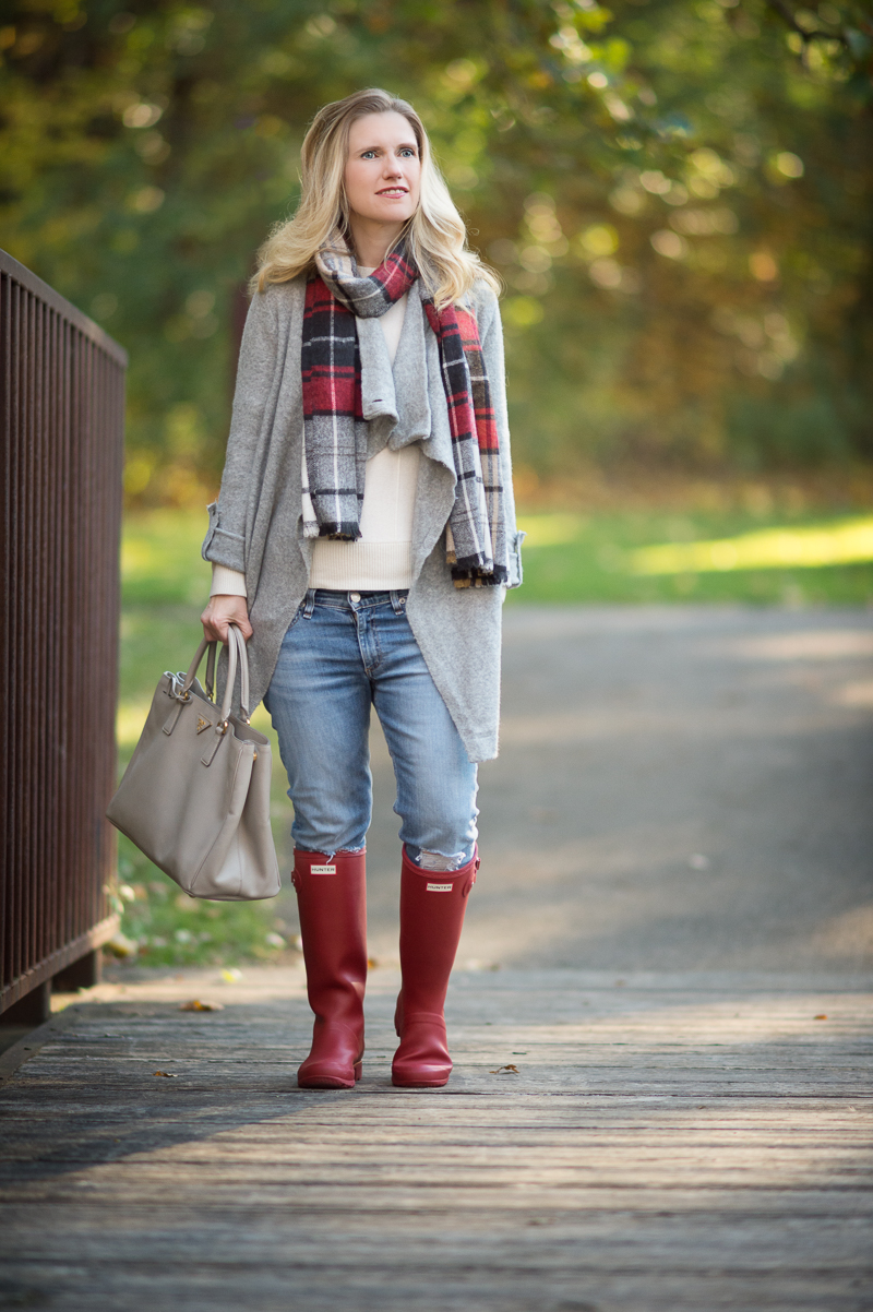 Red Hunter Tour Boots Are Perfect For Fall The Blue