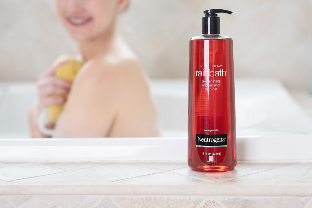 Petite Fashion and Style Blog | Neutrogena Rain Bath Review.