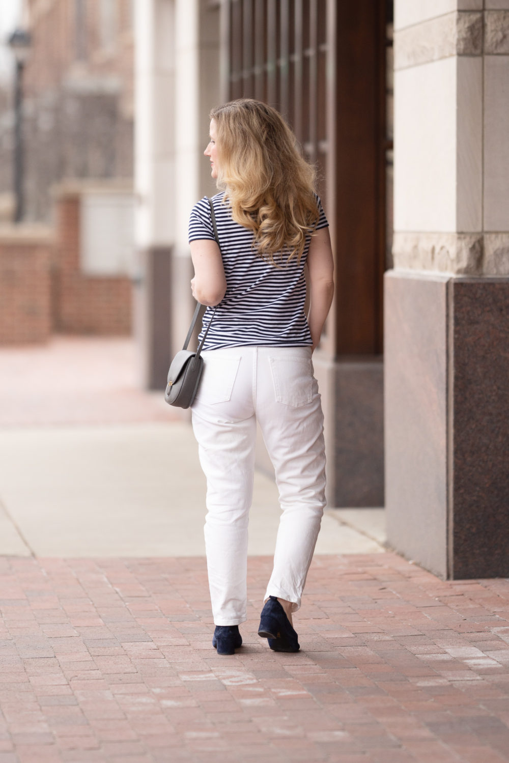 Petite Fashion Blog | Everlane Cotton V-Neck T-shirt | Everlane Cheeky Straight Jeans | Everlane Day Heel
