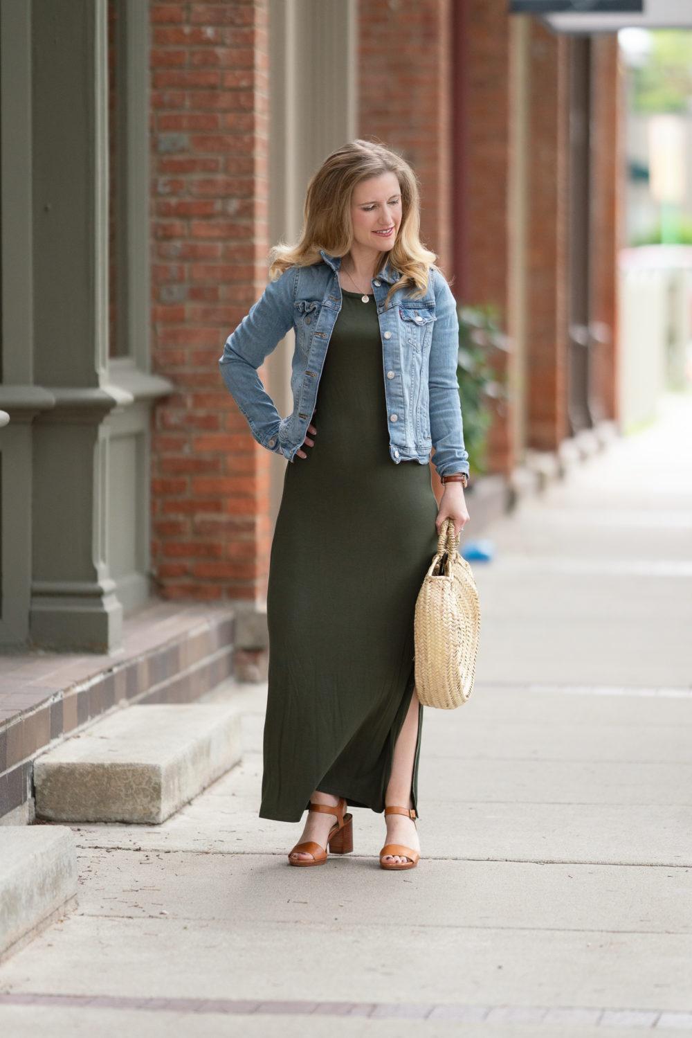 Petite Fashion Blog | Amazon Daily Ritual Maxi Dress | Levis Trucker Denim Jacket