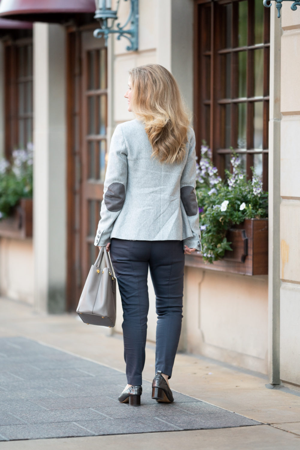 Petite Fashion Blog | Loft Herringbone Modern Blazer | Loft Skinny Ankle Pants in Curvy Fit | Everlane Day Heel | Loft Sale