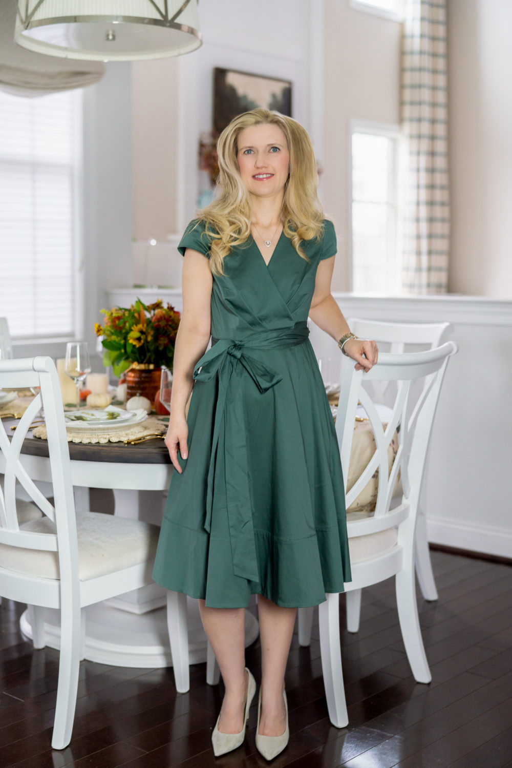 Petite Fashion Blog | Addison Cotton Tie Waist Fit & Flare Wrap Dress | FTD Flowers | FTD Thanksgiving Bouquet | Thanksgiving table decor | Thanksgiving tablescape | Pumpkin Pie recipe | Gal Meets Glam Dress