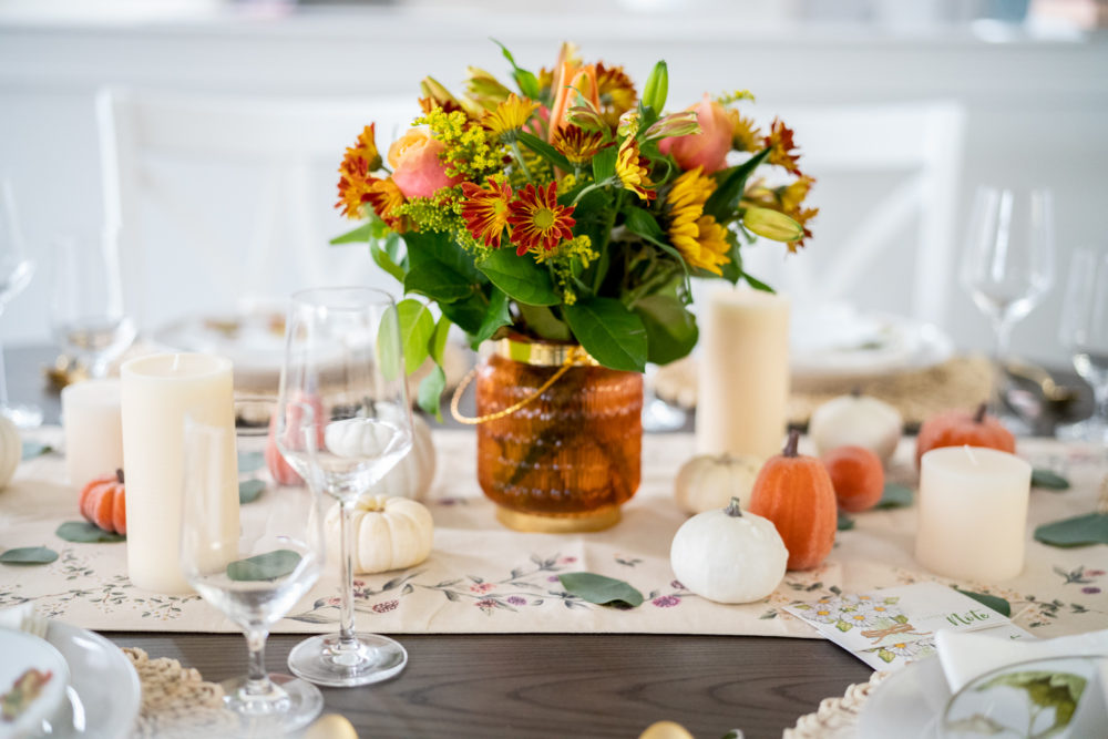 Petite Fashion Blog | FTD Flowers | FTD Thanksgiving Bouquet | Thanksgiving table decor | Thanksgiving tablescape | Pumpkin Pie recipe |