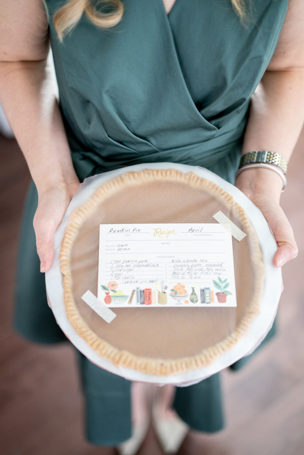 Petite Fashion Blog | FTD Flowers | FTD Thanksgiving Bouquet | Thanksgiving table decor | Thanksgiving tablescape | Pumpkin Pie recipe |
